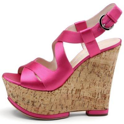 Летняя обувь на пробковой платформе представляет собой стиль и комфорт