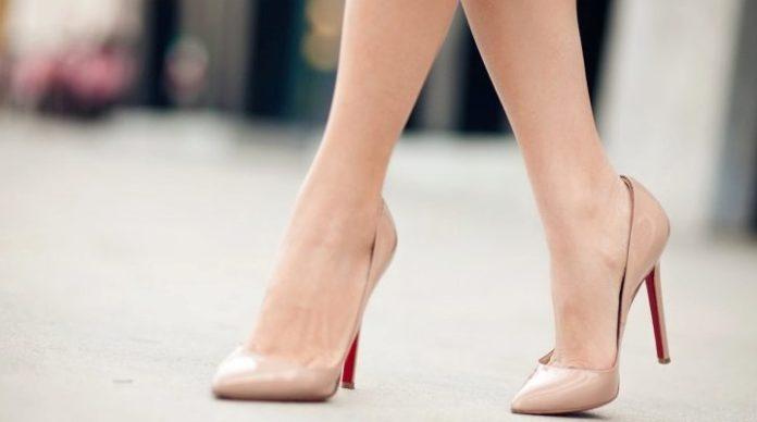 Лодочки на каблуке визуально уменьшают размер ноги